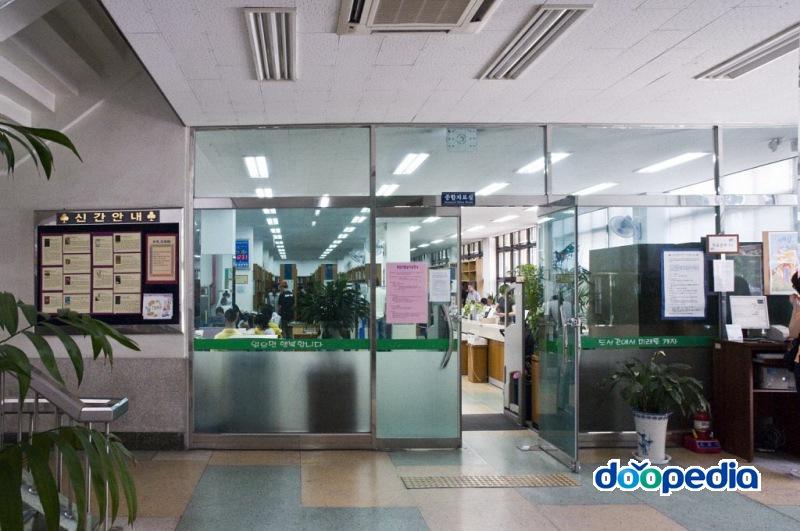 부산광역시립부전도서관 1층 종합자료실