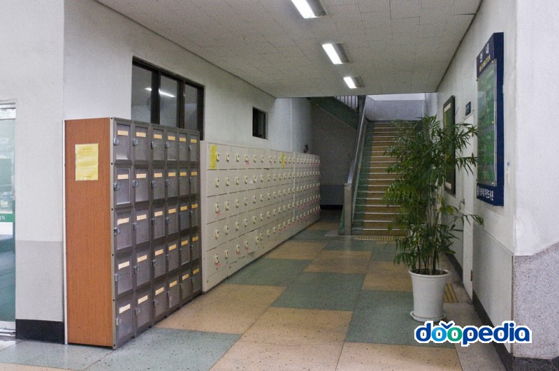부산광역시립부전도서관 1층 로비 보관함
