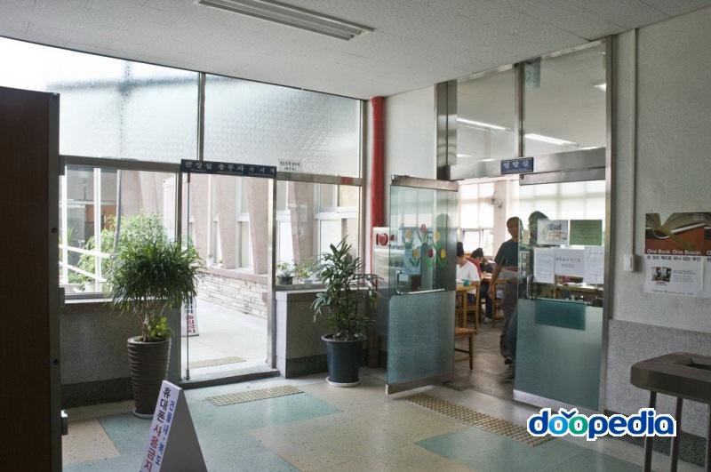 부산광역시립부전도서관 2층 열람실