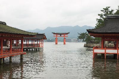 바다 위에 세워진 신사, 일본 히로시마현 이쓰쿠시마