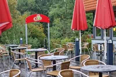 비 오는 날의 독일 아우토반 휴게소