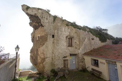 아그놀라 도무스 데 자나스 토속박물관