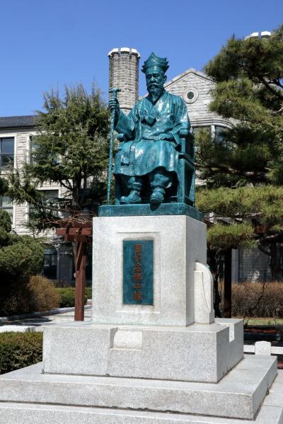 중앙고등학교, 원파 김기중 동상 07