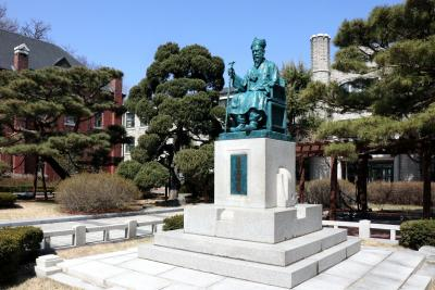 중앙고등학교, 원파 김기중 동상 01