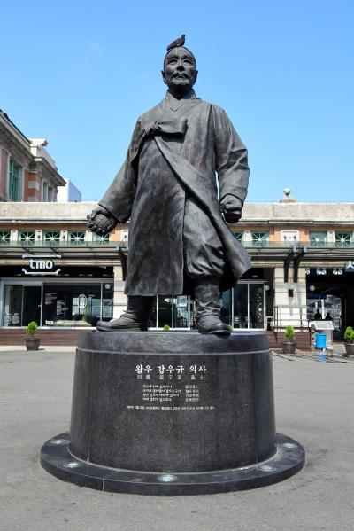 서울역 광장, 이봉창 의사 동상 06