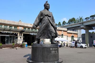 서울역 광장, 이봉창 의사 동상 01