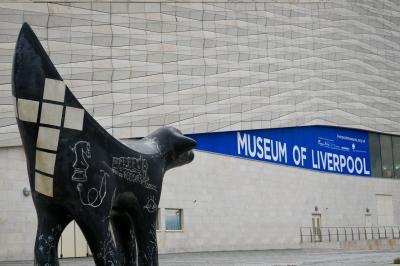 리버풀 박물관의 수퍼람바나나 조각상 05