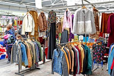그리니치 시장의 옷판매 01