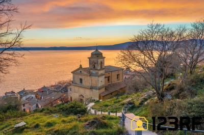 트레비냐노 로마노 성모마리아 가정교회 석양