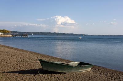 트레비냐노 로마노 브라치오네 호수변 01