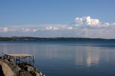트레비냐노 로마노 브라치오네 호수변 07