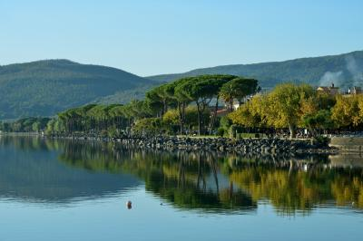 트레비냐노 로마노 브라치오네 호수변 02