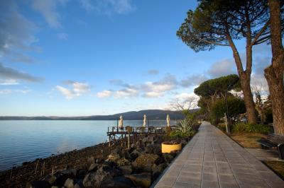 트레비냐노 로마노 브라치오네 호수변 03