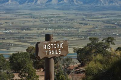 콜로라도 국립 기념물, 역사 탐방로에서 균형 바위까지 08