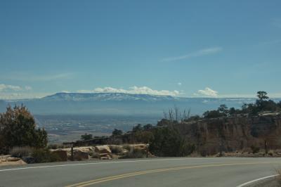 콜로라도 국립 기념물, 역사 탐방로에서 균형 바위까지 01