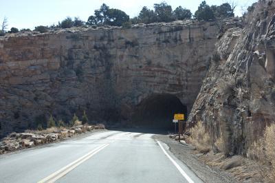 콜로라도 국립 기념물, 역사 탐방로에서 균형 바위까지 02