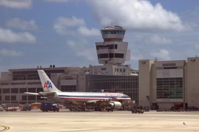 마이애미 국제공항, 아메리칸 항공 01