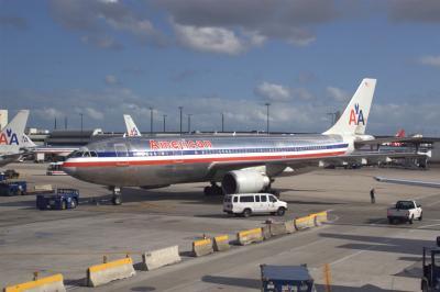 마이애미 국제공항, 아메리칸 항공 02