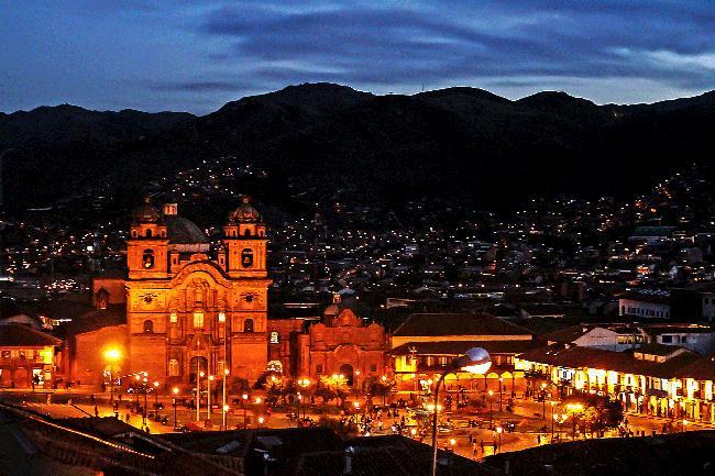 쿠스코에서 마주한 잉카 후손들의 골목 풍경.