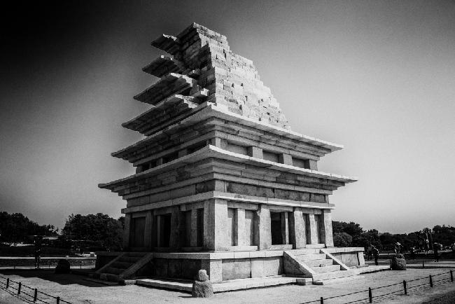 20년 해체복원 뒤의 익산 미륵사지석탑