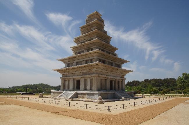 미륵사지 석탑,  20년 만의 해체와 복원