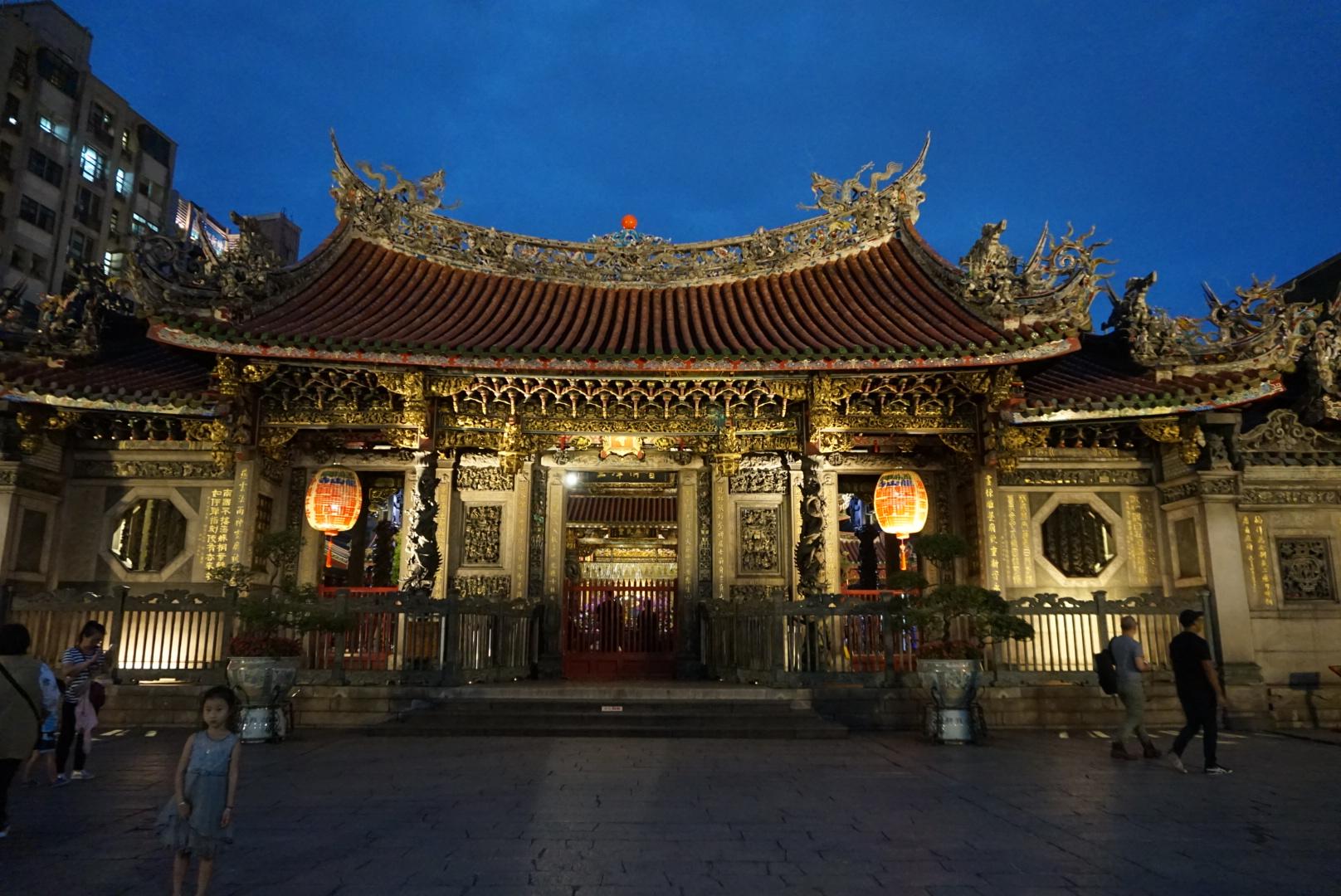 룽산사(龍山寺)의 야경과 쑨원(孫文)의 국부기념관