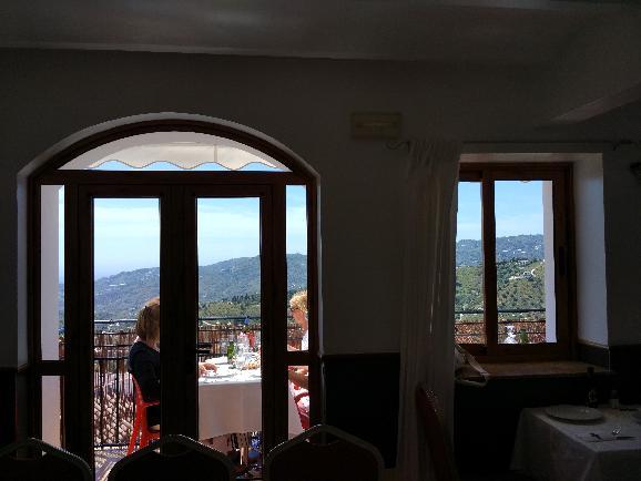 산 속의 산토리니, 프리힐리아나