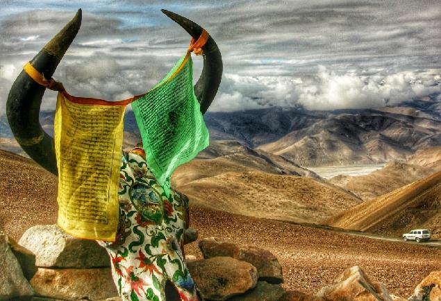 티베트 불교의 화려한 지문