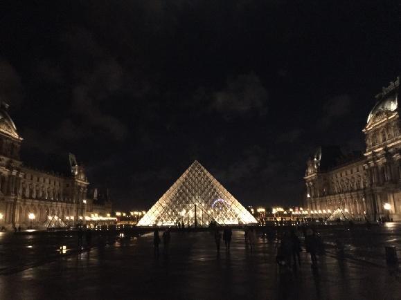 파리 그곳은 초록빛 쉼터이자 회색빛 백과사전