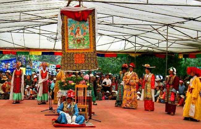 티베트 문화의 향연: 쇼톤축제