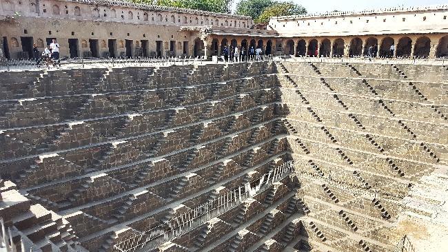 인도 찬드 바오리, 아그라성