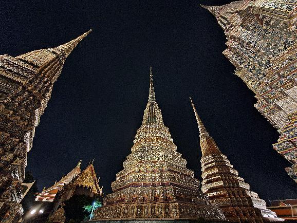 트램을 타고 방콕의 밤을 즐겨보자