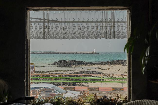 푸른 제주 바다를 담다, 세화해변과 카페 한라산