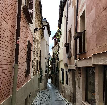 중세 도시의 골목길을 거니는 즐거움. 톨레도