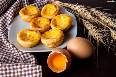 [궁금증1. 에그 타르트란?] 달걀 노른자와 우유, 생크림으로 만든 커스터드 크림으로  속을 채운 앙증맞은 크기의 파이