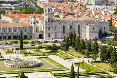 [궁금증3. 어떻게 탄생했을까?] 최초의 에그 타르트는 포루투갈 산타 마리아 드 벨렘 시민 교구에 있는  제로니모스 수도원(Mosteiro dos Jerónimos)에서 탄생했다.