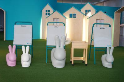 국립현대미술관이 자랑하는 것 중 하나가 바로 어린이미술관이다.  본관 1층에 위치한 어린이미술관은 다양한 연령대의 어린이들에게 맞춘  체험형 전시들과 여러 교육프로그램들이 준비되어 있다.