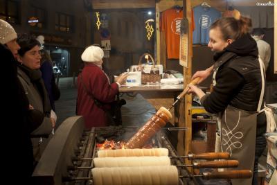독특한 모양 때문에 한국 여행자들 사이에서는 '굴뚝빵'으로 통한다. 길거리를 다니다 보면 언제든지 발견할 수 있을 정도로 간편하게 먹기 좋은 체코의 국민 간식이다.