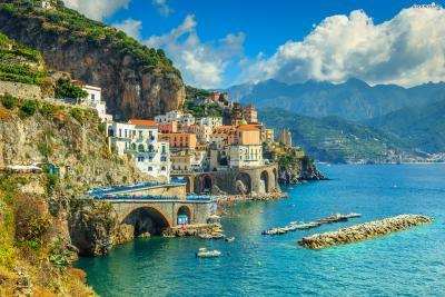 이탈리아 북부에 리비에라 해안(Riviera Coast)이 있다면 남부에는 아말피 해안(Amalfi Coast)이 자리하고 있다.
