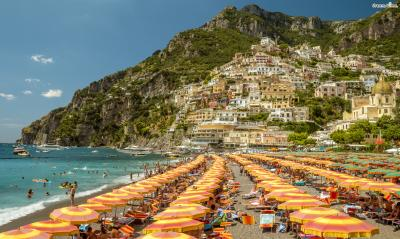 포지타노에는 규모가 다른 두 개의 해변이 있다. 번화가에 위치한 ▲스피아자 그란데 해변(Spiaggia Grande Beach)은 큰 규모와 엄청난 인파를 자랑하며 포지타노 관광의 끝판왕으로 불린다.