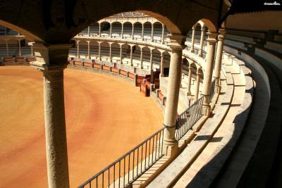 ▲론다 투우장(Plaza de Toros de Ronda)  1785년 지어진 론다 투우장은 스페인에서 가장 오래된 투우장으로  투우의 발상지이자 가장 아름다운 투우장으로 알려져 있습니다.  헤밍웨이는 론다에서 머물 때, 그리고 그의 말년에도  자주 이곳을 찾아 투우를 관람하곤 했습니다.