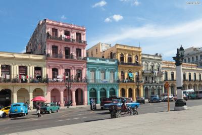 [7] 쿠바 아바나(Havana, Cuba)  헤밍웨이는 타임(Time)지 기자였던 메리 웨일즈와 결혼한 뒤 쿠바에 정착합니다.  쿠바는 그가 가장 사랑한 곳으로 알려져 있습니다.  헤밍웨이가 20년이라는, 생애 가장 오랜 시간을 거주한 곳이 바로 쿠바의 아바나인데요.  쿠바는 헤밍웨이가 업무상 오가야 하는 미국과 적당히 떨어져 있으면서도  스페인처럼 이국적이고, 무엇보다 매일 같이 모히토와 바다 낚시를 즐길 수 있는 곳이었습니다.