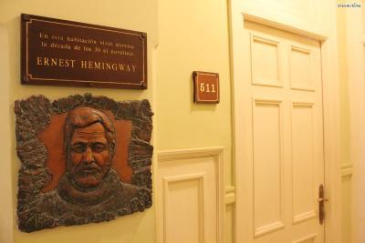 ▲암보스 문도스 호텔(Ambos Mundos Hotel)  '두 개의 세계'라는 의미를 가진 이 호텔에서 헤밍웨이는 하루 2달러의 숙박비를 내며  3년 동안 거주했습니다. 이곳 511호에서 그의 걸작 『누구를 위하여 종은 울리나』가 탄생했는데요.  해당 호실은 헤밍웨이가 지내던 모습 그대로 보존되어 누구나 관람이 가능합니다.