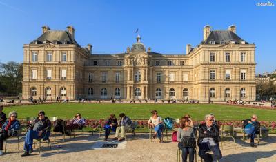 ▲뤽상부르 공원(Luxembourg)  파리 시민들의 대표적인 힐링 장소인 뤽상부르 공원.  헤밍웨이 또한 글이 써지지 않을 때면 뤽상부르 공원에서 산책을 하며  재충전의 시간을 가지곤 했습니다.