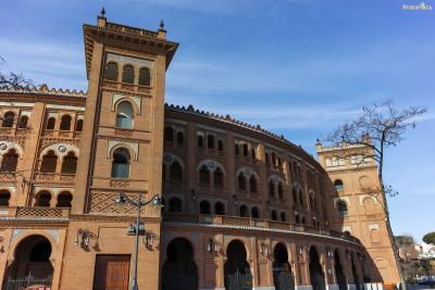 ▲모누멘탈 투우장(Plaza de Toros Monumental de Las Ventas)  마드리드의 대표적인 투우장입니다. 투우 마니아인 헤밍웨이는  마드리드에서 머물 때 이곳을 자주 찾았으며, 안토니오 오르도네스 등  당대 최고의 투우사들과 절친한 사이였다고 합니다.  투우장 앞에는 헤밍웨이의 흉상이 자리하고 있습니다.