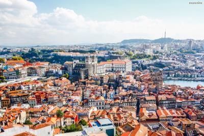오래전부터 항구도시로 번성한 포르투갈 제2의 도시 포르투(Porto).  대서양으로 흘러 들어가는 도루강(Douro River) 하구에 형성된 도시로, 대항해시대 탐험대들의 출항지이자 포르투갈 식민지 개척을 위한 전초기지로서도 활약했다.