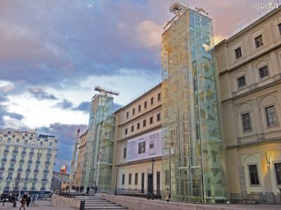 ▲레이나 소피아 국립미술관(Museo Nacional Centro de Arte Reina Sofía)  마드리드 최고의 현대미술관인 레이나 소피아 국립미술관.  이곳에서는 살바도르 달리의 초기작들을 만나볼 수 있습니다.