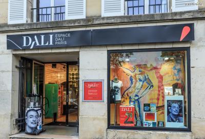 ▲파리 달리 미술관(Dalí Paris)  파리 몽마르트르 지역에 위치한 달리의 미술관입니다.  그의 대표작 중 하나인 《녹아내린 시계》가 방문객들을 맞이하며,  달리가 파리에 거주하던 시기의 작품 330여 점이 전시되고 있습니다.  회화 뿐만 아니라 조각, 사진 등 다양한 장르의 작품들이 소장돼 있다고 하네요.