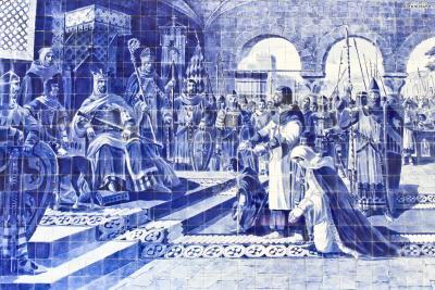 벽화에 사용된 타일을 아줄레주(Azulejo)라고 부르는데, 포르투갈만의 독특한 타일 장식을 뜻한다. 약 2만 개의 아줄레주 타일을 사용해 포르투갈의 중요한 역사적 사건들을 벽화로 표현해냈다. 이 벽화는 1905년부터 1916년까지 약 10년에 걸쳐 제작한 것이라고 한다.