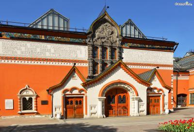 ▲트레티야코프 미술관(State Tretyakov Gallery)  모스크바에 위치한 국립 미술관으로,  이반 크람스코이, 미하일 브루벨 등 러시아 미술 작가들의  주요 작품들이 전시되어 있는 중요한 미술관인데요.  샤갈의 대표작 《도시 위에서》가 바로 이곳에 소장돼 있습니다.